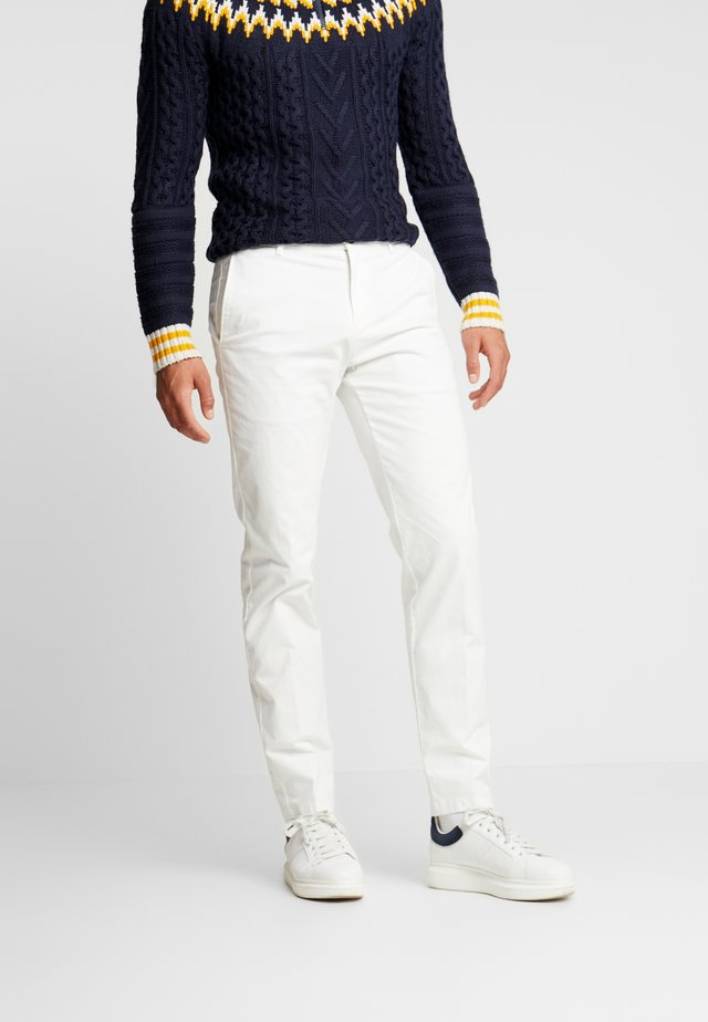 SLIM FIT FLEX PANT - Broek - white