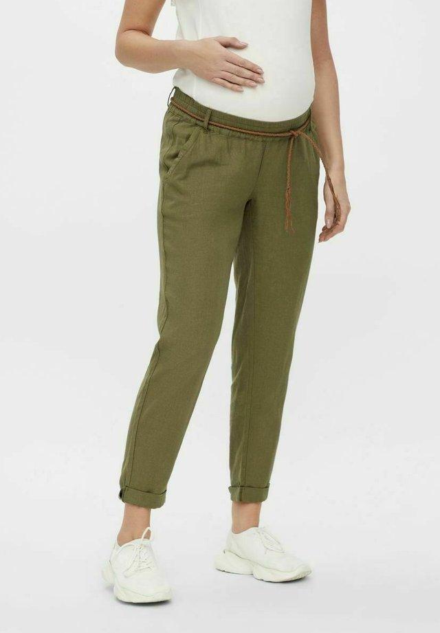 MLBEACH BELT PANT MATERNITY - Spodnie materiałowe - olivine