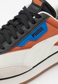 Puma - FUTURE RIDER NEW TONES UNISEX - Sneakers laag - vaporous gray/auburn - 5