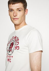 Schott - Print T-shirt - off-white - 3