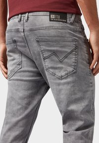 TOM TAILOR DENIM - CONROY - Jeans Tapered Fit - grey denim - 4