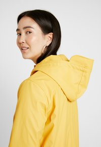 ONLY Tall - ONLVANESSA SHERPA RAINCOAT - Parkatakki - yolk yellow - 4