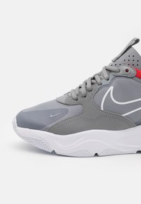 Nike Sportswear - SKYVE MAX UNISEX - Sneakers laag - particle grey/white/chile red/white - 5