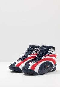 Reebok Classic - SHAQNOSIS - Sneakersy wysokie - vector navy/white/vector red - 2