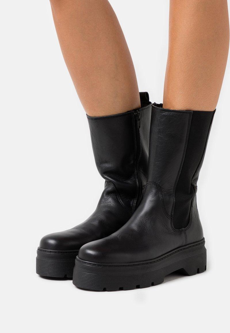 Pavement - AYA ZIPPER - Platåstøvler - black