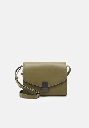 CROSSBODY S - Across body bag - tea leaf