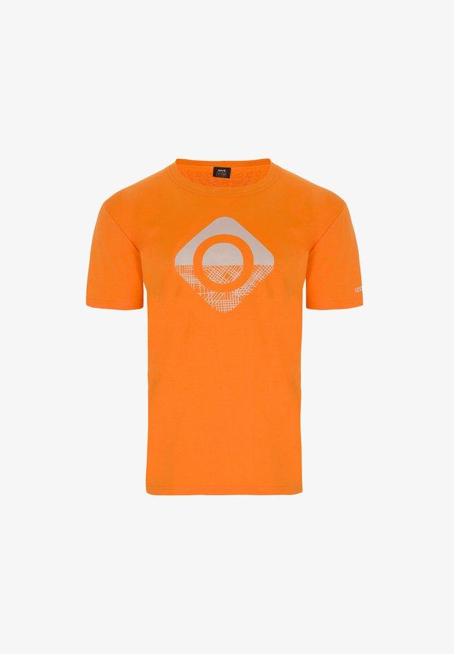 GRANBY - T-shirt con stampa - orange/silver