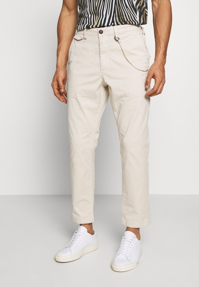 ATELIER CROPPED - Trousers - barely beige