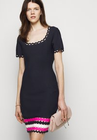 Milly - GEO CUT OUT DRESS - Jumper dress - navy/multi - 3