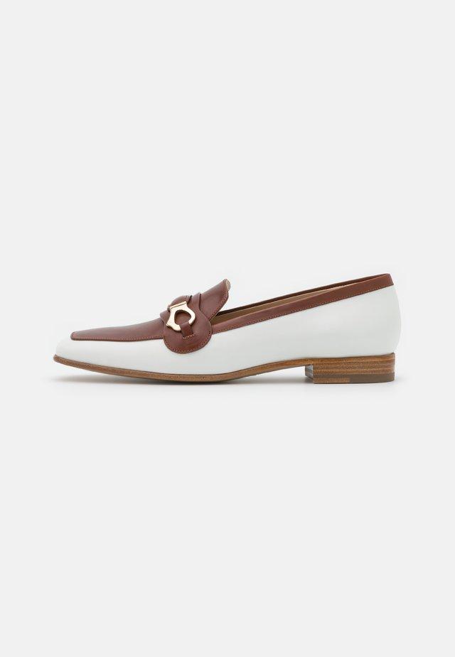 Loafers - paris carta