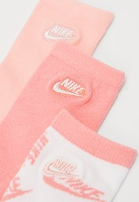 Nike Sportswear - FUTURA TOSS CREW 3 PACK - Sokken - bleached coral - 1