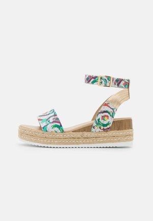 PATINA CARIOCA - Sandály na platformě - blanc/multicolor