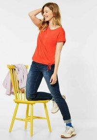 Cecil - MIT SMOK - Basic T-shirt - orange - 2