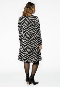 Yoek - Jumper dress - black - 2