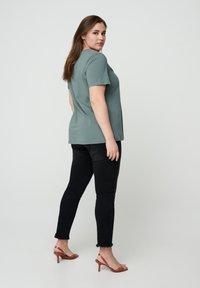 Zizzi - Basic T-shirt - dark green - 2