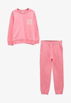 SET - Trainingspak - pink
