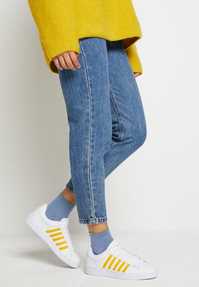 COURT WINSTON - Sneakers laag - white/old gold