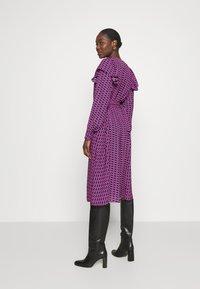 Cras - BETTYCRAS DRESS - Denní šaty - pink/black - 2