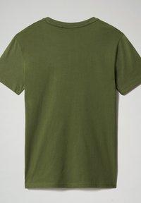 Napapijri - S-SURF FLAG - Print T-shirt - green cypress - 5