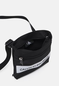 Calvin Klein Jeans - MICRO FLATPACK UNISEX - Across body bag - black - 2