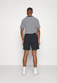 Farah - REDWALD DOBBY - Shorts - true navy - 2