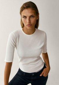 Massimo Dutti - CREW NECK - T-shirt basic - white - 5