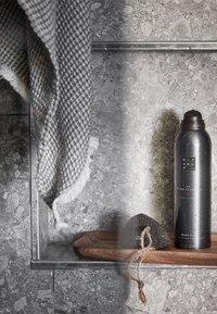 Rituals - THE RITUAL OF SAMURAI FOAMING SHOWER GEL - Shower gel - - - 1