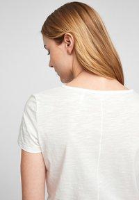 s.Oliver - Print T-shirt - off white statement print - 5
