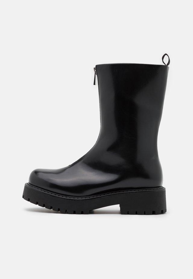 ELAINE BOOT VEGAN - Botines con plataforma - black