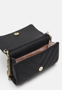 Guess - KATHLEEN - Clutch - black - 3