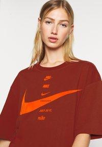 Nike Sportswear - Print T-shirt - firewood orange/total orange - 3