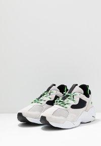 ARKK Copenhagen - KANETYK SUEDE 2.0 - Sneaker low - soft grey/vivid green - 2