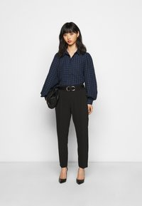 Pieces Petite - PCLUNNA SHIRT - Button-down blouse - black/navy - 1
