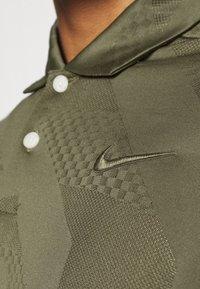 Nike Golf - DRY VAPOR - Funkční triko - medium olive - 5