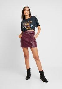 Topshop - HARDWEAR DETAIL - Mini skirt - burgundy - 1