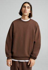 Bershka - OVERSIZED - Sweatshirt - brown - 3