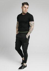 SIKSILK - ADAPT CRUSHED PANT - Cargo trousers - black - 1