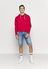 Tommy Jeans - SCANTON HERITAGE - Szorty jeansowe - light blue denim - 1