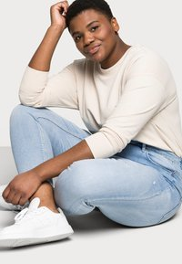 Vero Moda Curve - VMSOPHIA - Jeans Skinny Fit - light blue denim - 3