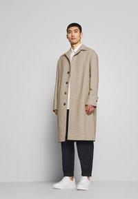 Joseph - FLORENCE HOUNDSTOOTH - Classic coat - camel - 1