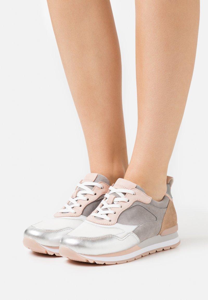 Gabor Comfort - Sneakers laag - weiß/silber/grey