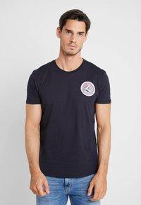 Alpha Industries - T-shirt imprimé - blue - 2