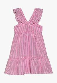 Scotch & Soda - CRISPY DRESS IN YARN DYED STRIPES - Korte jurk - pink/white - 1