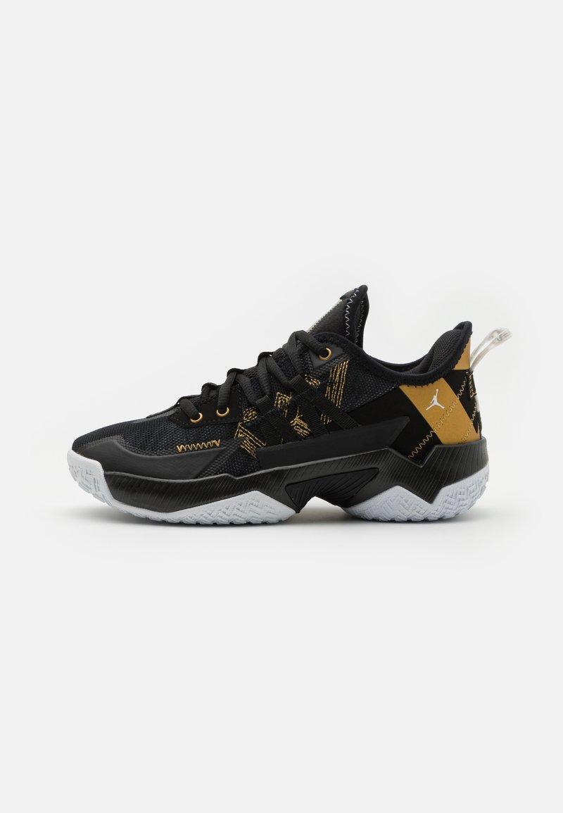 Jordan - ONE TAKE II UNISEX - Basketball shoes - black/metallic gold/white