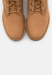 Timberland - KINSLEY 6 IN BOOT - Schnürstiefelette - wheat - 5