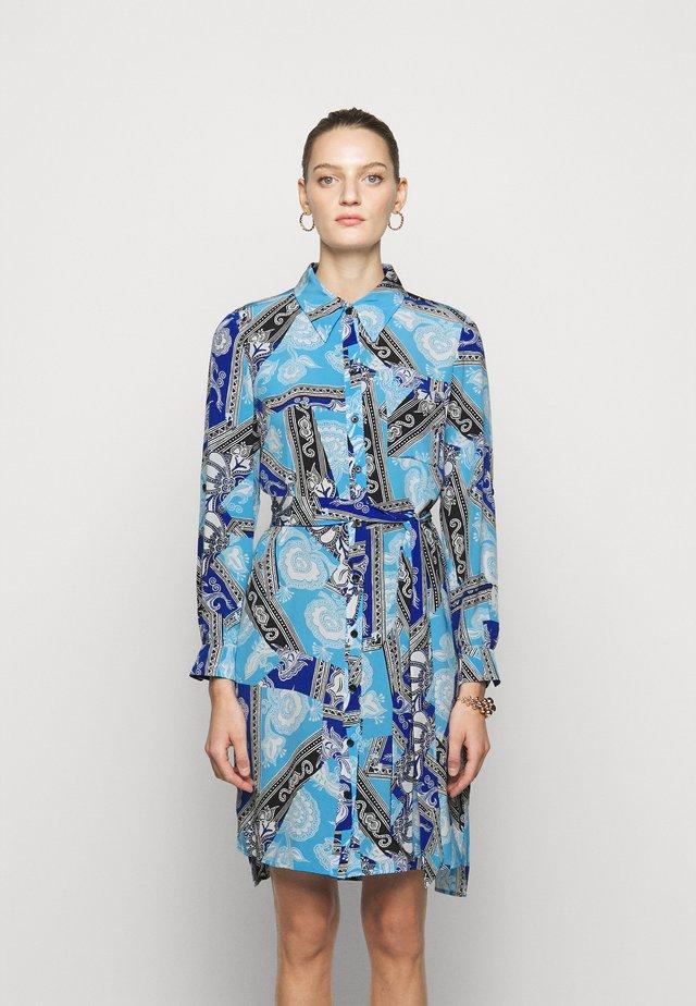 PRITA - Košilové šaty - azulejo corsica/ionian