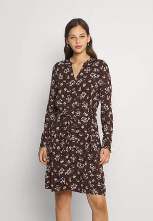 PCCARLY SHIRT DRESS - Vapaa-ajan mekko - chocolate plum