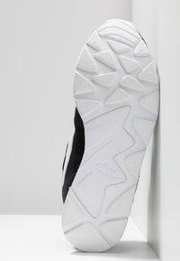 Nike Sportswear - DELFINE - Joggesko - black/white - 6