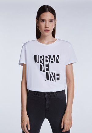 MIT KLEINEM STATEMENT PRINT - Print T-shirt - bright white