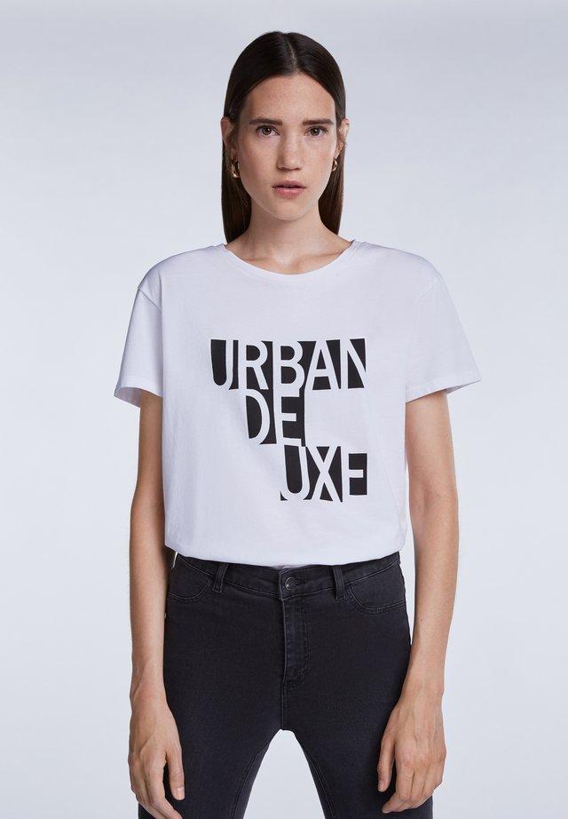 MIT KLEINEM STATEMENT PRINT - T-shirt imprimé - bright white